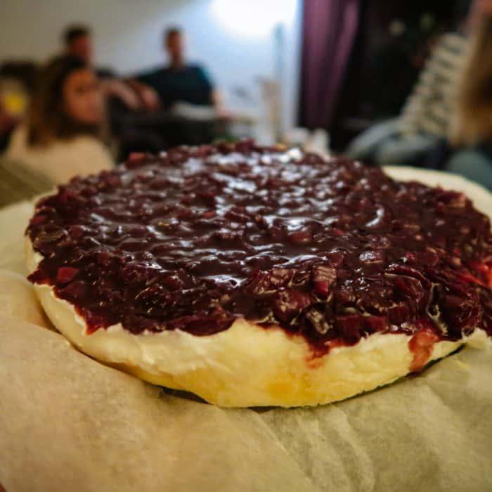 Wijnspijs: Cheesecake van geitenkaas met rodeuienjam